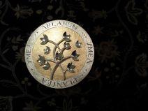 Een speciale penning van eerste gehalte zilver en 18 karaat geelgoud ter gelegenheid van een bedrijfsovername.