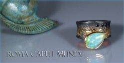 Geoxideerd zilver en 18 karaat geelgouden ring met een peervormige opaal